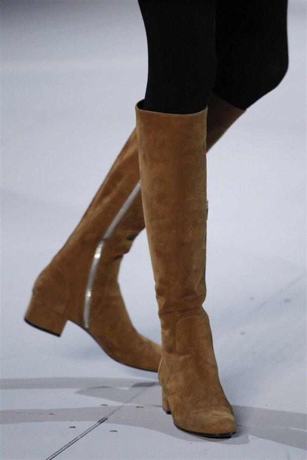 с чем носить коричневые сапоги: на низком ходу