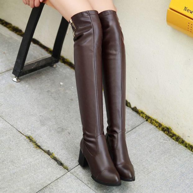 коричневые сапоги на низком каблуке