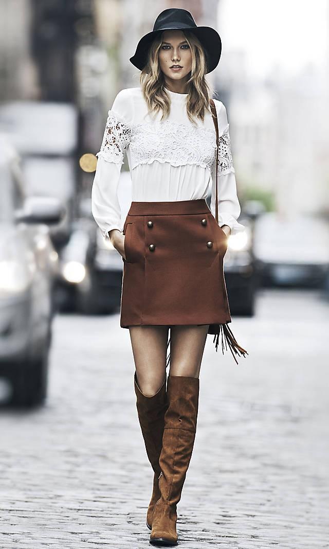 коричневые сапоги и с коричневой юбкой
