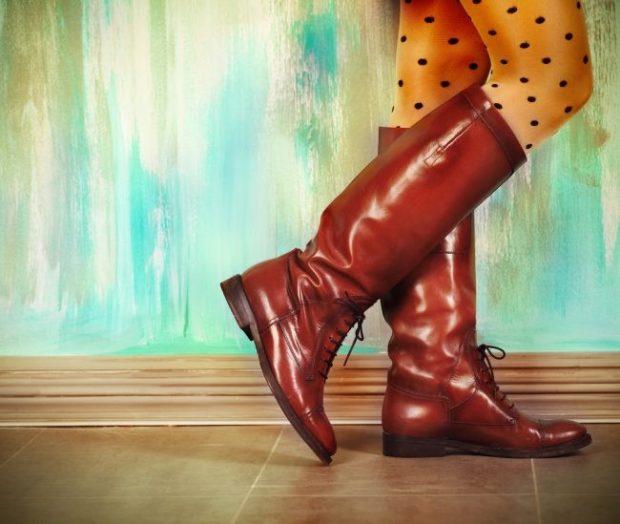 коричневые сапоги на низком ходу с шнурками