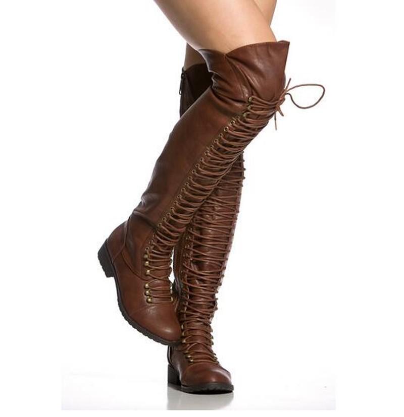 с чем носить коричневые сапоги: