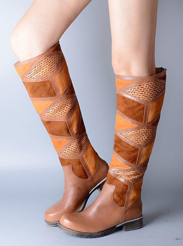 с чем носить коричневые сапоги: с вставками