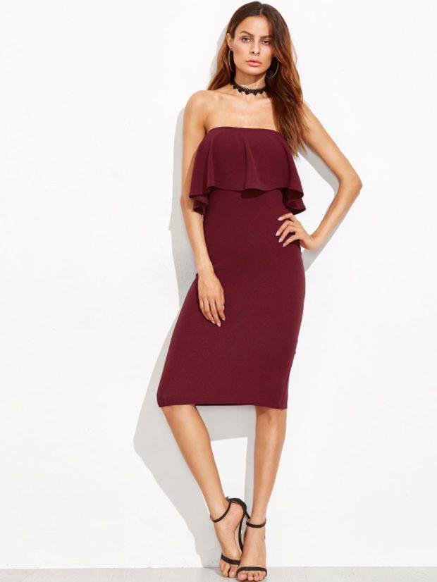 платье открытые плечи по колено бордовое с воланами