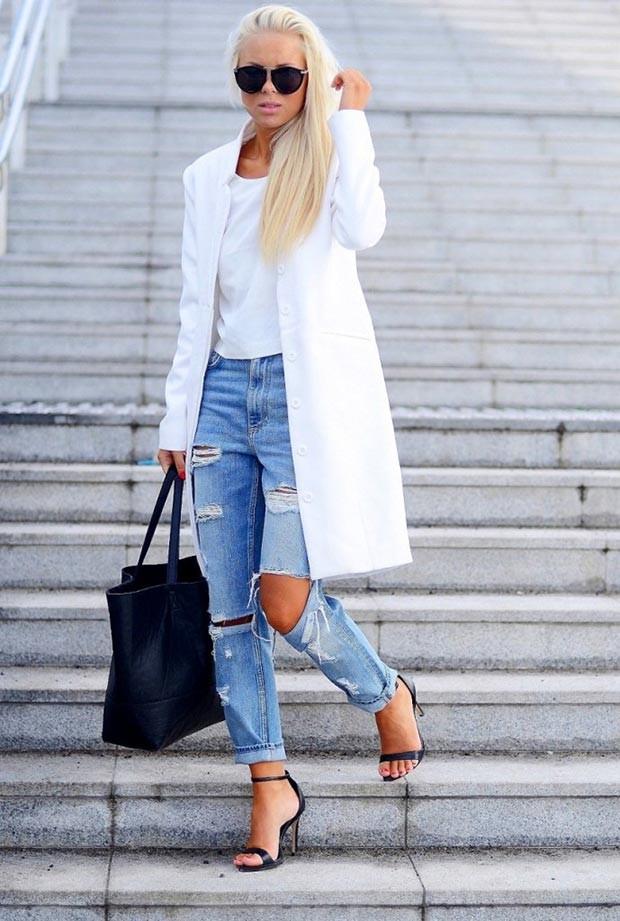 летние модные образы 2018: джинсы рваные под жакет удлиненный