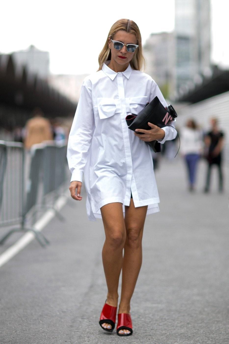 летние модные образы 2018: платье-рубашка белое