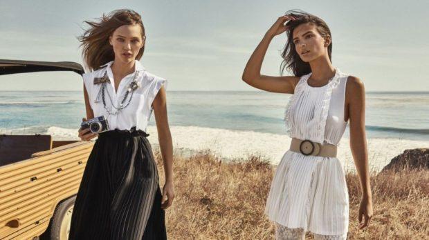 летние модные образы 2018: плиссированная юбка и майка блузка без рукава широкий пояс