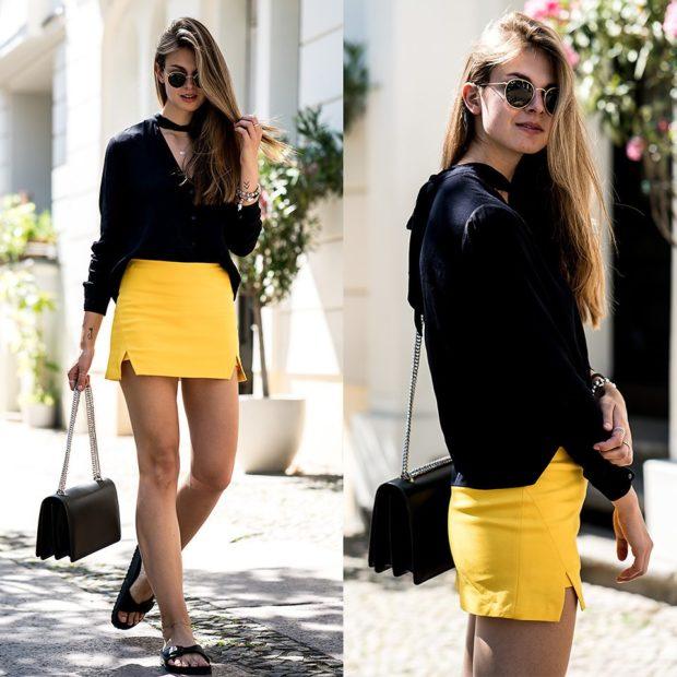 летние модные образы 2018: желтая юбка короткая под блузу черную