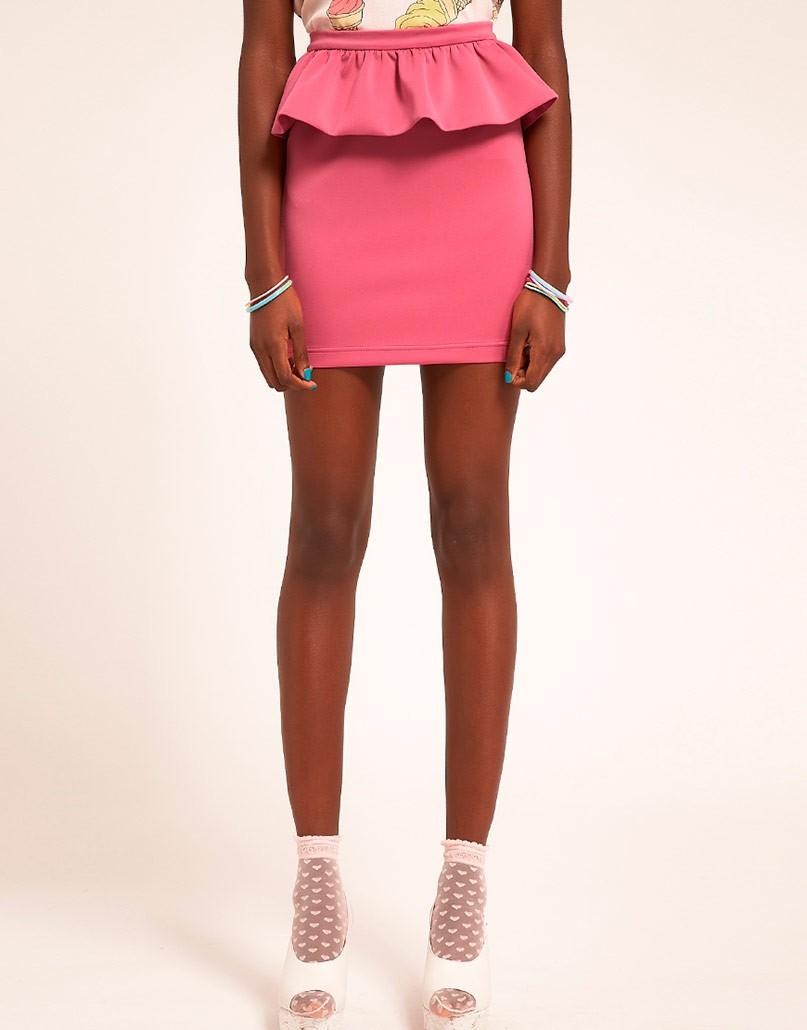 летние образы 2018 фото: розовая юбка коротка с оборкой