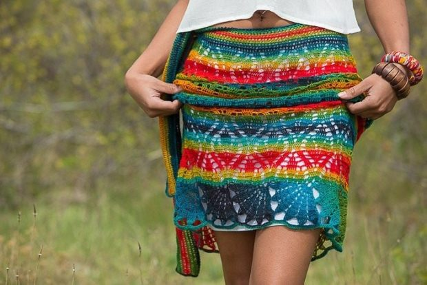 летние женские образы 2018: юбка короткая яркая