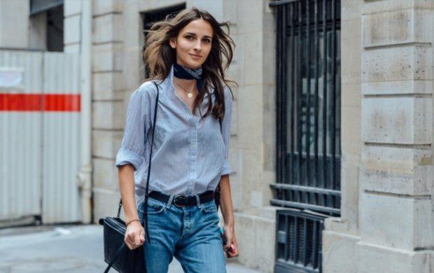 летние модные образы 2018: джинсы синие под рубашку в полоску
