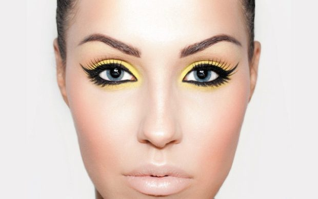 глаза подведены желтым с черным губы натуральные весна лето 2018