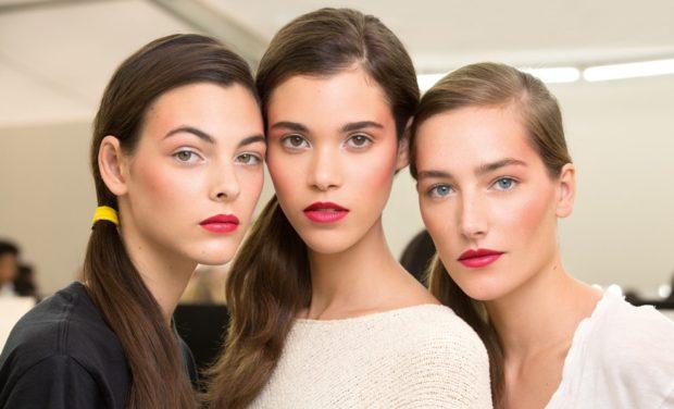 яркие весенние макияжи весна лето 2018 красные губы