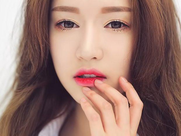 губы белые с красным
