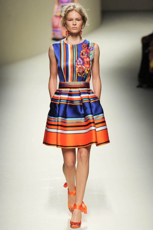 платье яркое в полоски