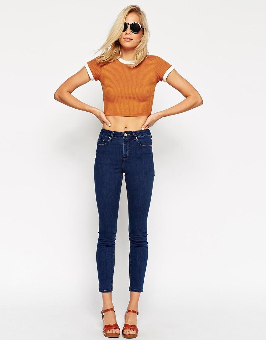 джинсы высокая талия под футболку короткую