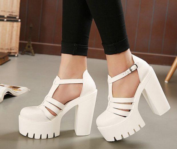 босоножки на толстом каблуке белые
