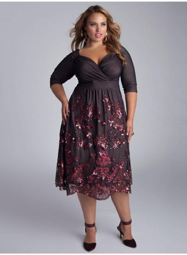 черное платье с декором на юбке для пышных форм