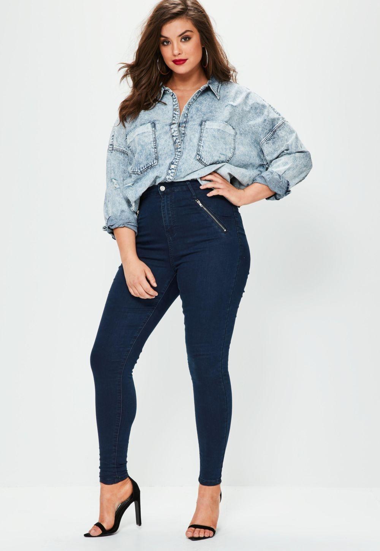 джинсовая рубашка и темными джинсами