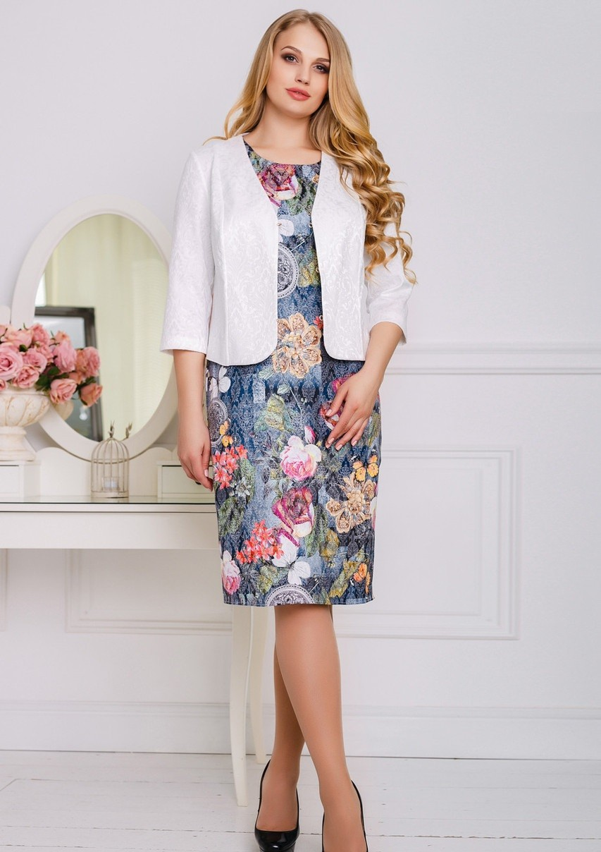 платье по колено в цветы