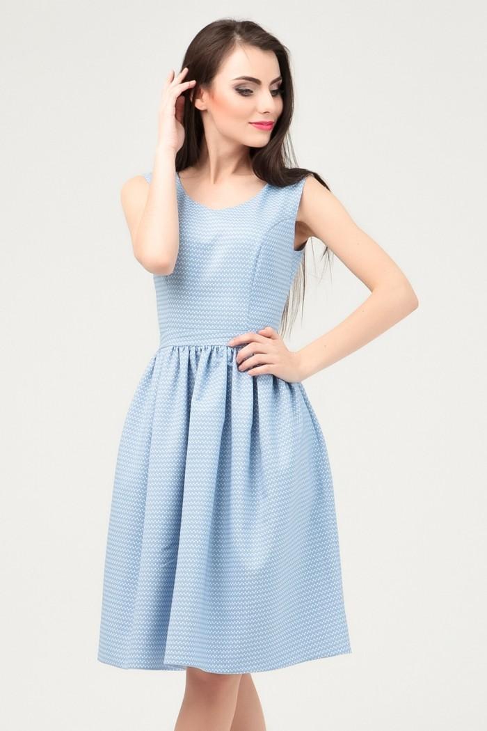 голубое платье без рукава юбка со складками