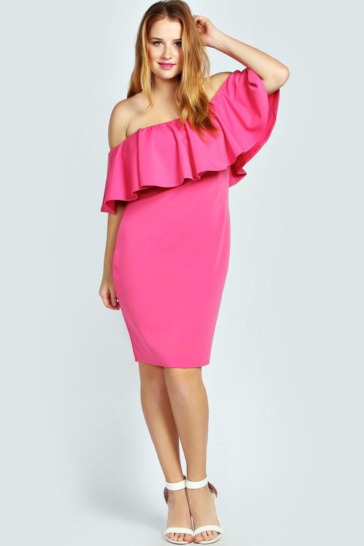 розовое платье с воланами на плечах