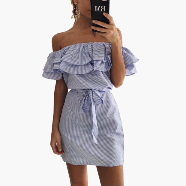 платье с воланами на плечаз белое в полоску синюю