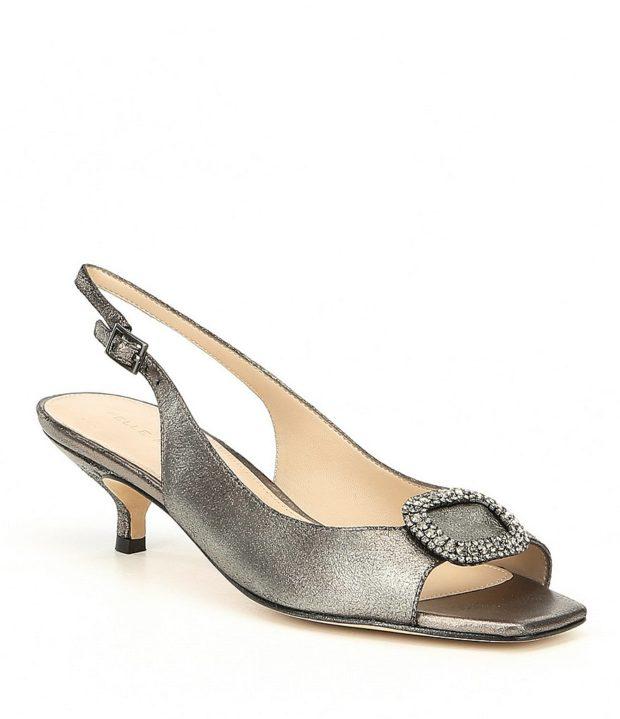 модная обувь на новый год: короткий каблук серые