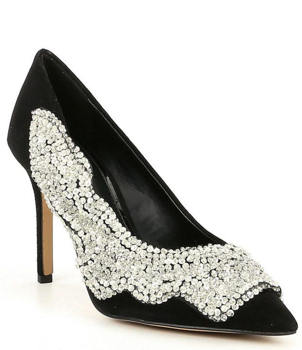 модная обувь на новый год: черные с камнями
