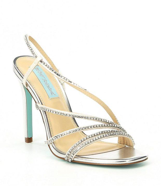 модная обувь на новый год: высокий каблук с камнями серебро