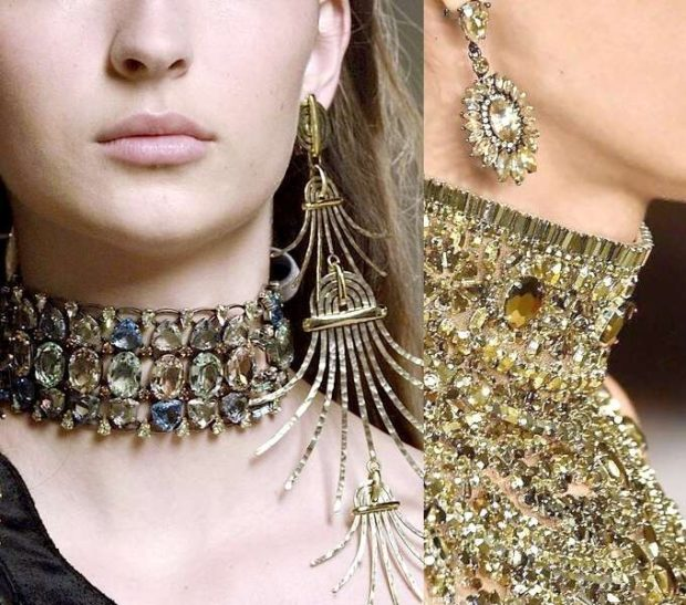модная бижутерия 2018-2019: на шею объемные камни сережки висячие в виде солнца