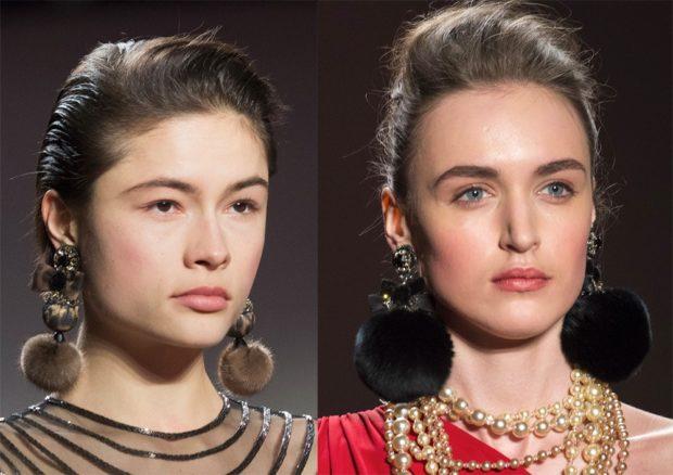 модная бижутерия 2018-2019: массивные сережки из меховых шаров