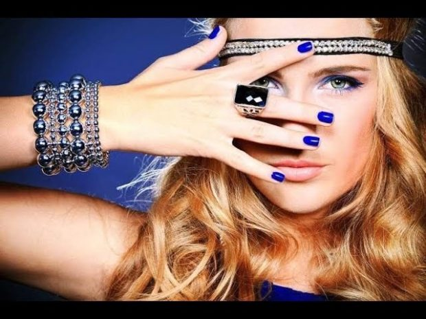 модная бижутерия 2018-2019: многослойный браслет из бусин кольцо большое