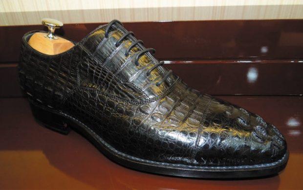 кожаные туфли рептилия черные