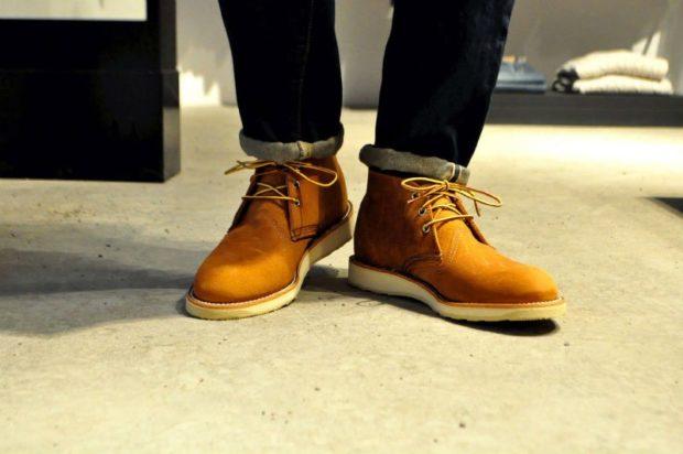 замшевые ботинки светлые