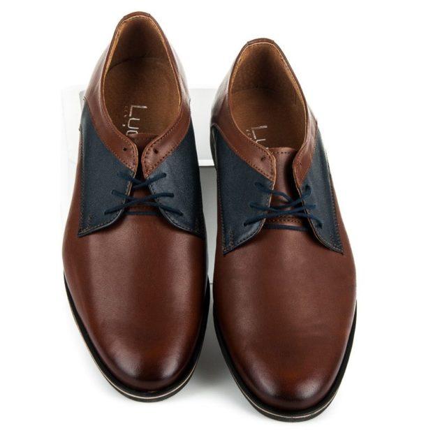 коричневые туфли с синими вставками и шнурками