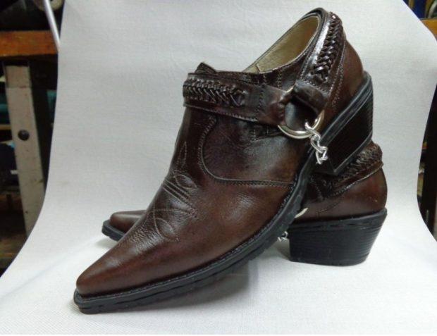 туфли острый носок с застежкой сбоку