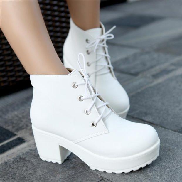 ботинки белые на низком каблуке