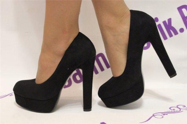 замшевые туфли классика на каблуке толстом