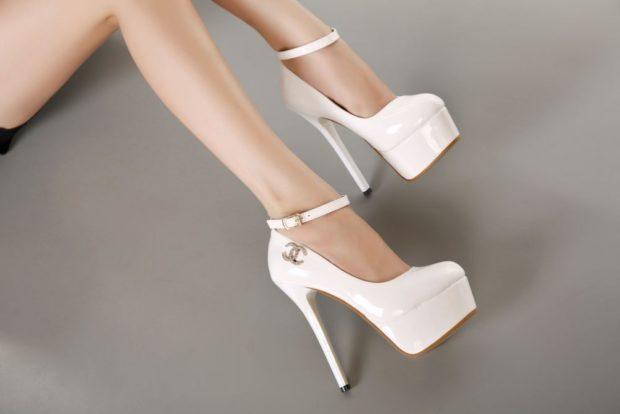 туфли белые на шпильке с декором