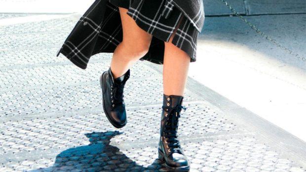 сапоги черные высокие на шнуровке