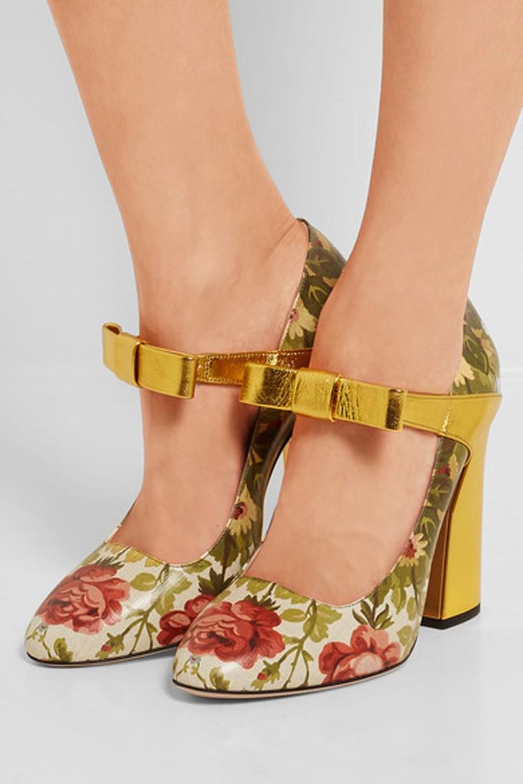 босоножки на каблуке с розами