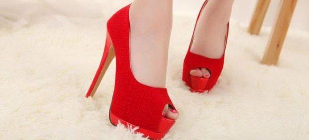 туфли с открытым носком красные на шпильке