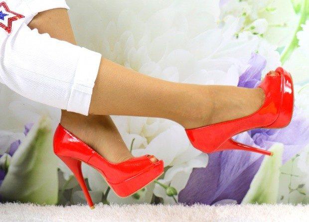 туфли на шпильке красные