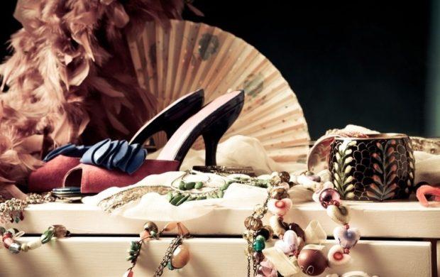 модные женские аксессуары: браслет туфли бусы