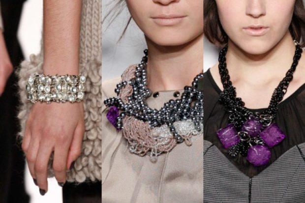 модные женские аксессуары: браслет из камней прозрачных объемные украшения на шею