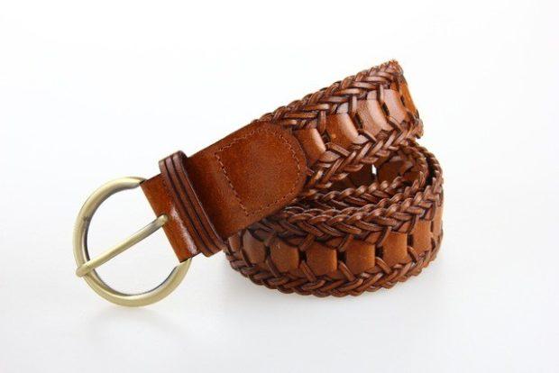 модные женские аксессуары: ремень кожаный коричневый плетеный