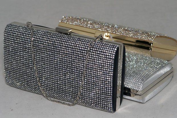 сумка-клатч в камушках серебристых