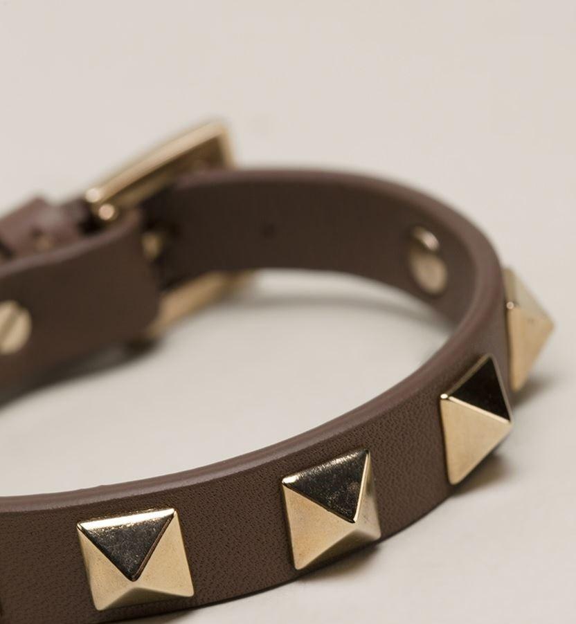 кожаный браслет коричневый с золотыми украшениями