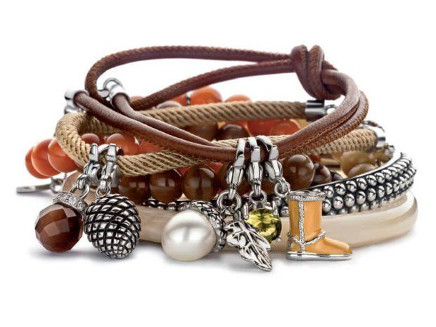 модные браслеты: многослойный с бусинками кожаными плетениями