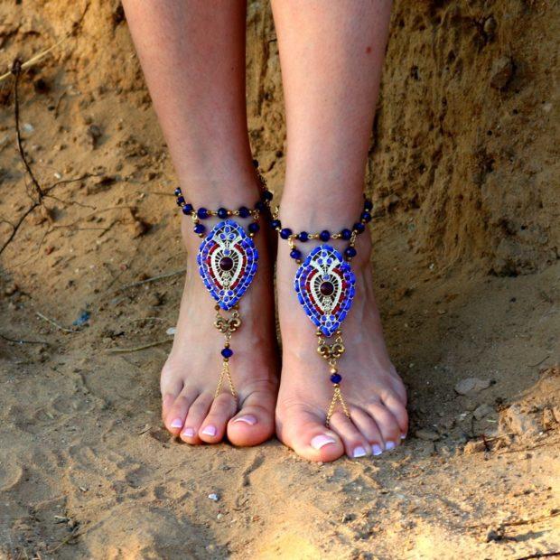 женские браслеты: на ногу и палец с синим камнем